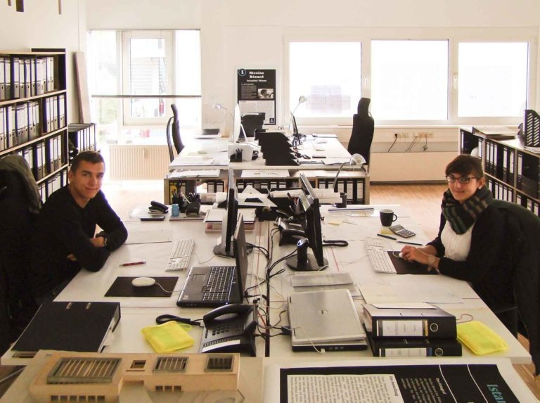 Die Auszubildenen von Sennrich und Schneider GmbB im Büro