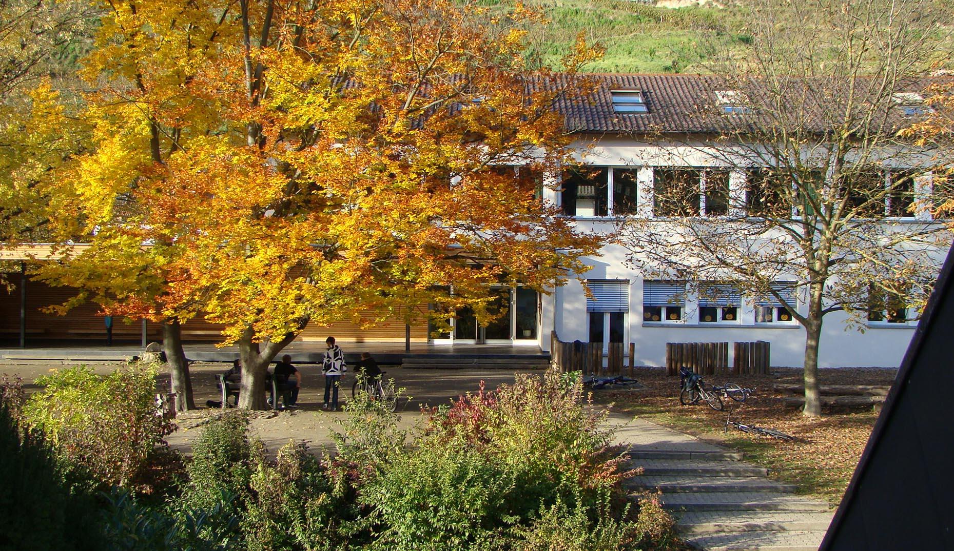 Der neue sanierte Pausenbereich einer Schule in Baden-Württemberg