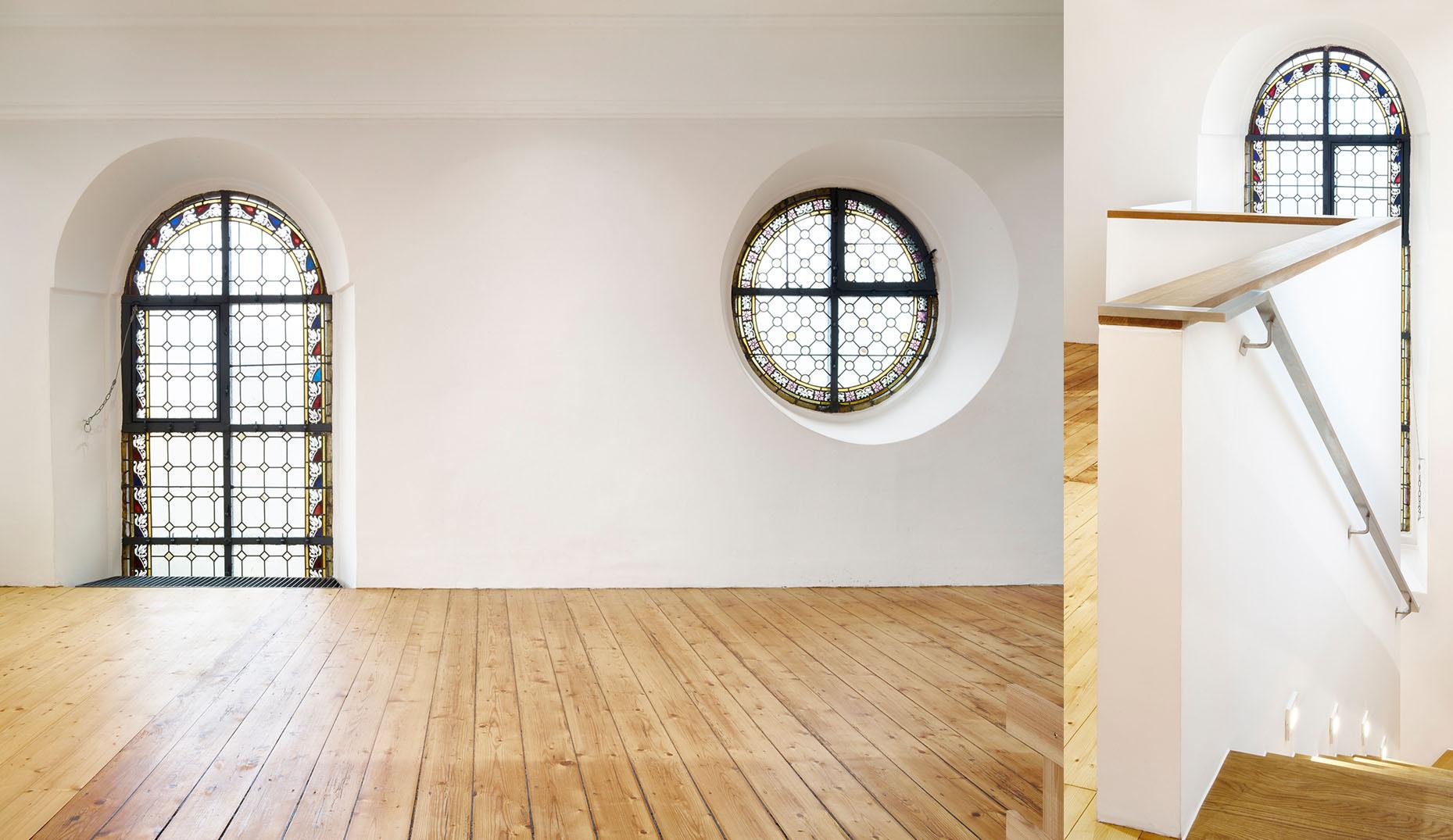 Die oberste Etage einer modernen und sanierten Kirche im Schwarzwald