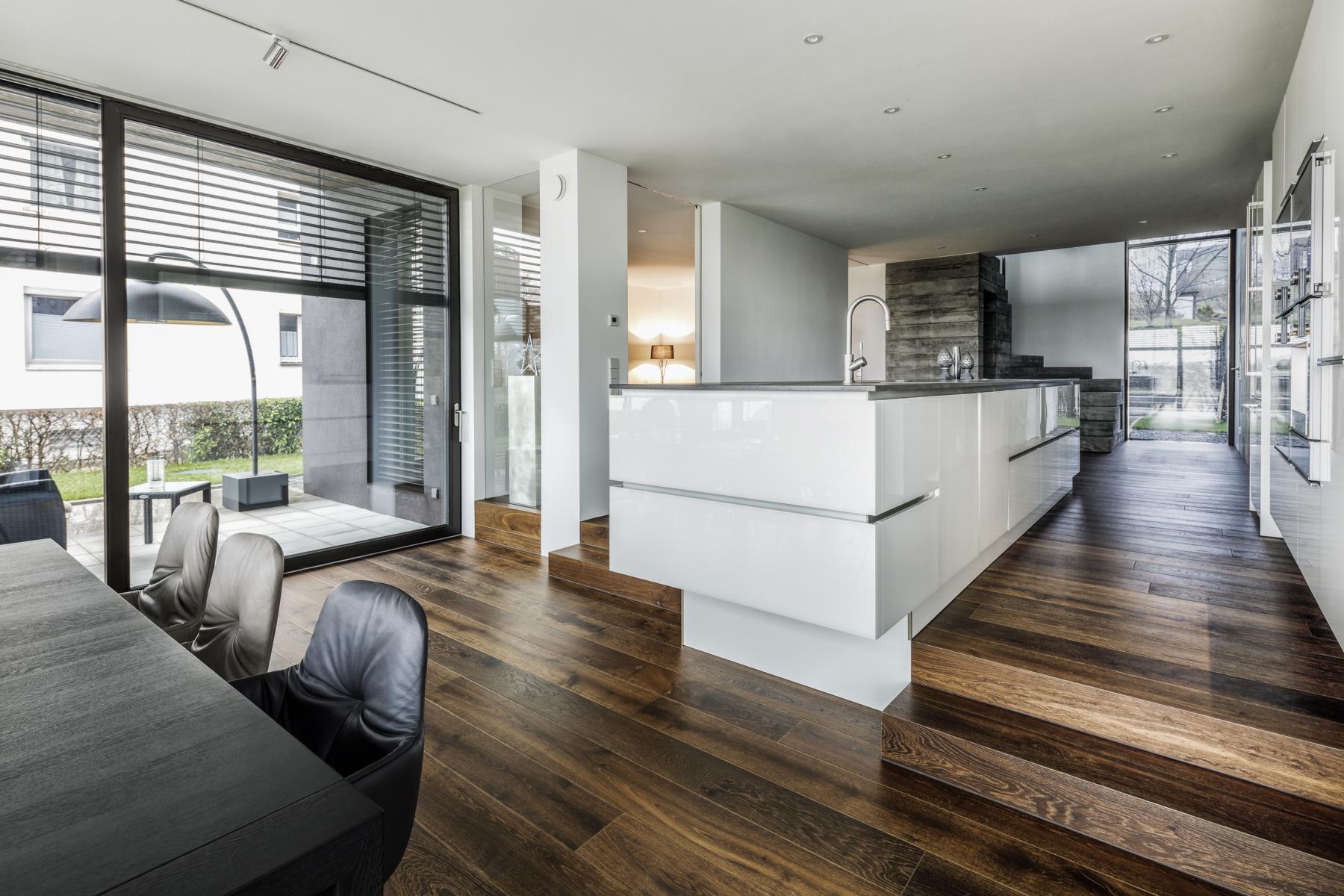 das schwarze haus sennrich und schneider gmbb. Black Bedroom Furniture Sets. Home Design Ideas